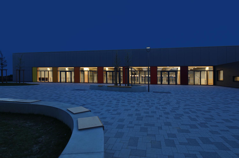 Architekturfotografie_BlaueStunde_Turnhalle_Finsing